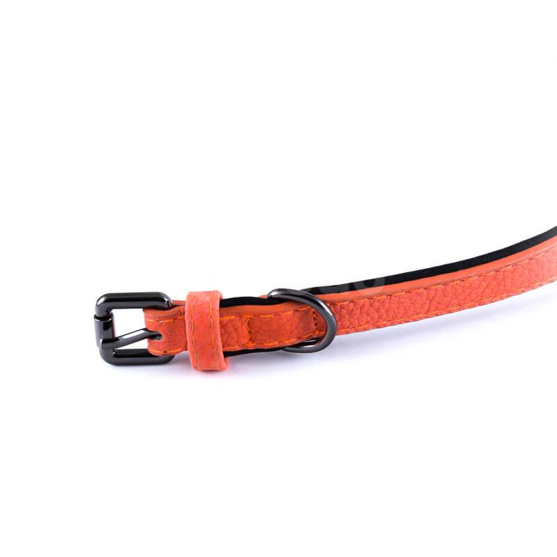 Elegantný kožený obojok pre psa polyester vnútro oranžovej farby