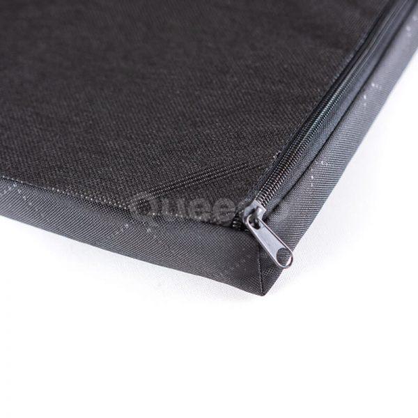 Praktický matrac pre psa Deluxe čierny detail