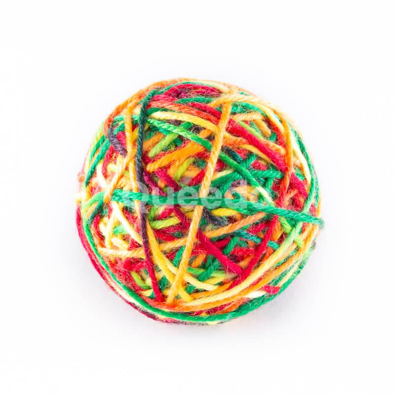 Kvalitná hračka pre mačku klbko farebné