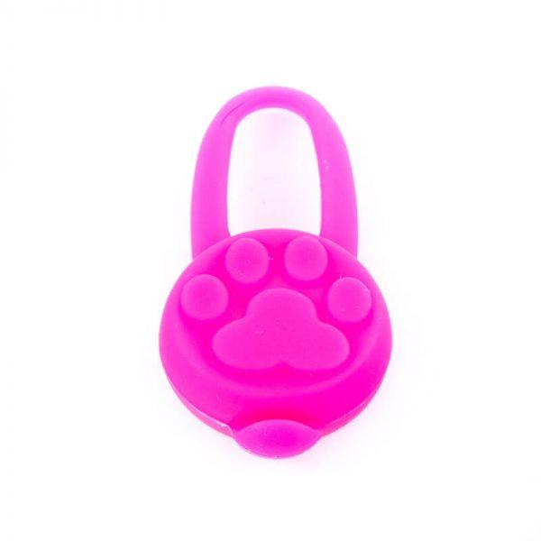 Kvalitný svietiaci prívesok pre mačku silikónový ružový Queedo