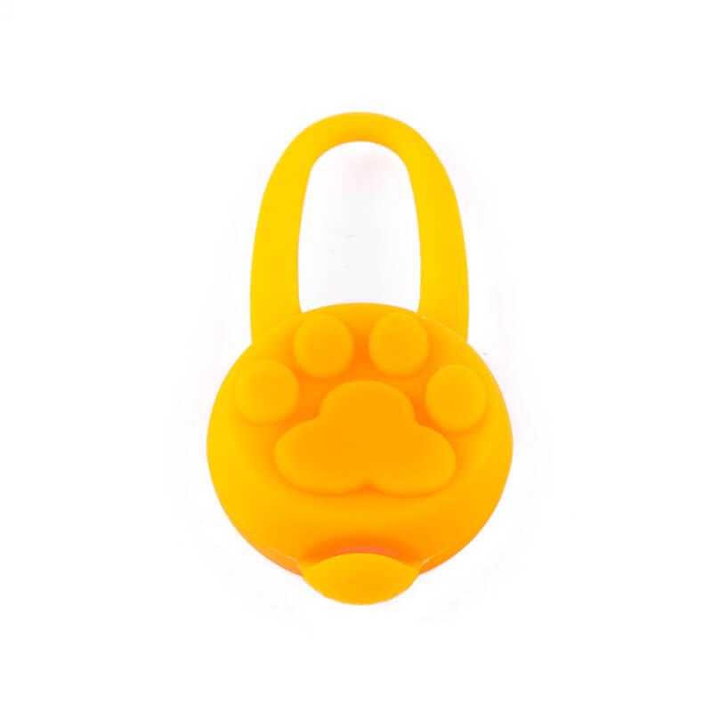 Kvalitný svietiaci prívesok pre psa silikónový oranžový Queedo