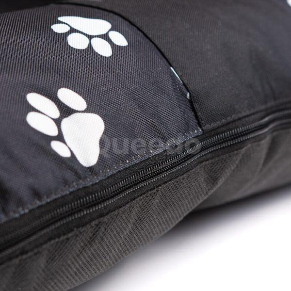 Čierny vankúš pre psa labky Prestige detail Queedo