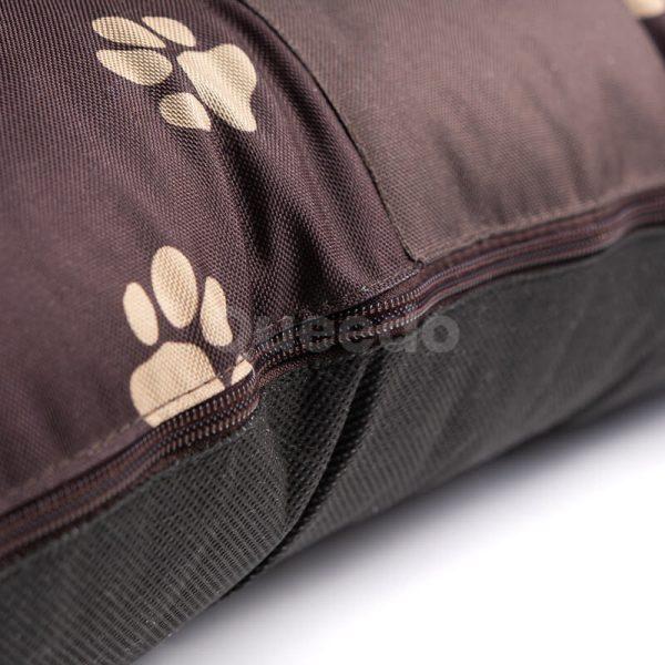 Hnedý vankúš pre psa labky Prestige detail Queedo