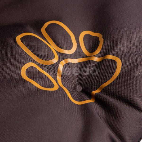 Hnedý vankúš pre psa Packa detail Queedo