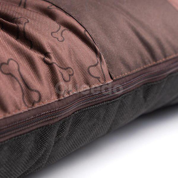 Svetlohnedý vankúš pre psa kostičky Prestige detail Queedo